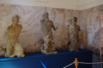 statue-romane-rinvenute-nella-grotta-azzurra-museo-della-casa-rossa