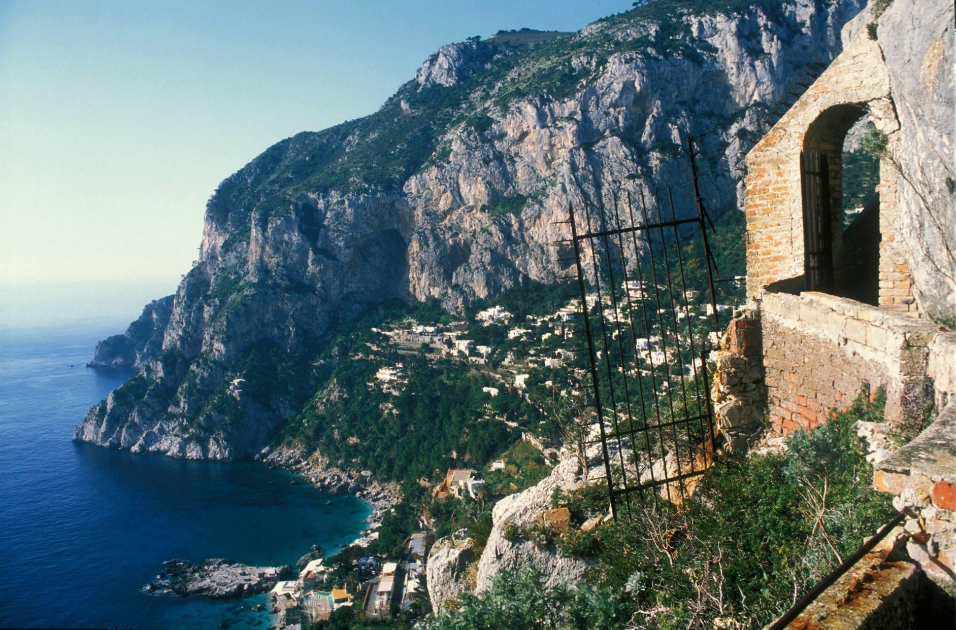 grotta-del-castiglione-cancello-di-accesso-sec-xx