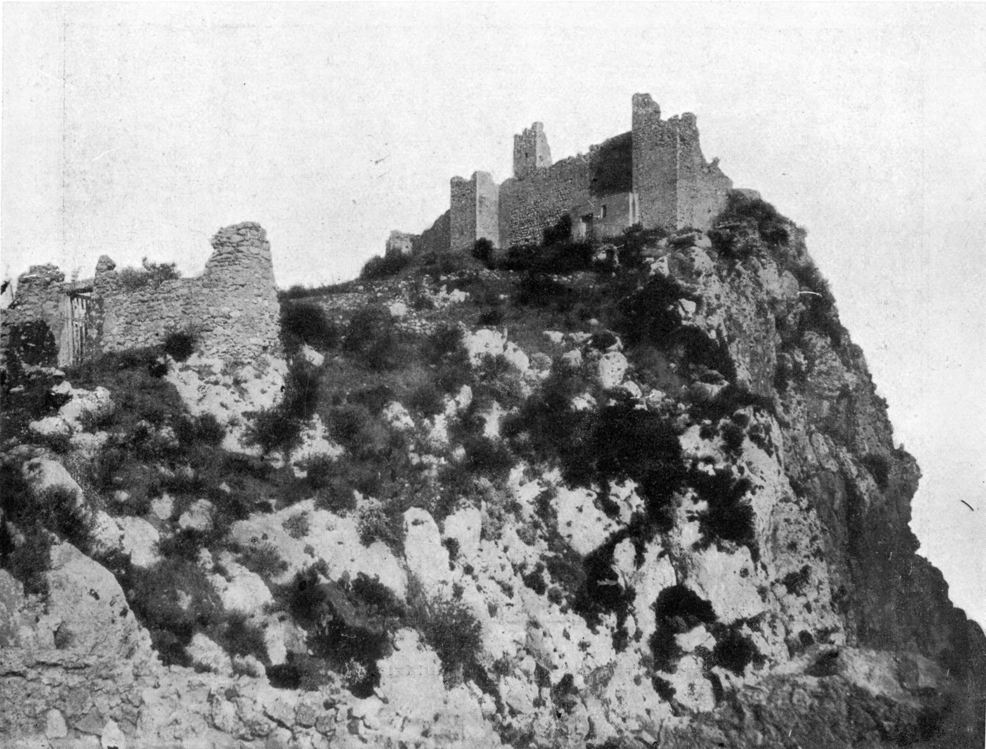 castello-di-capri-resti-della-prima-cortina-di-mura