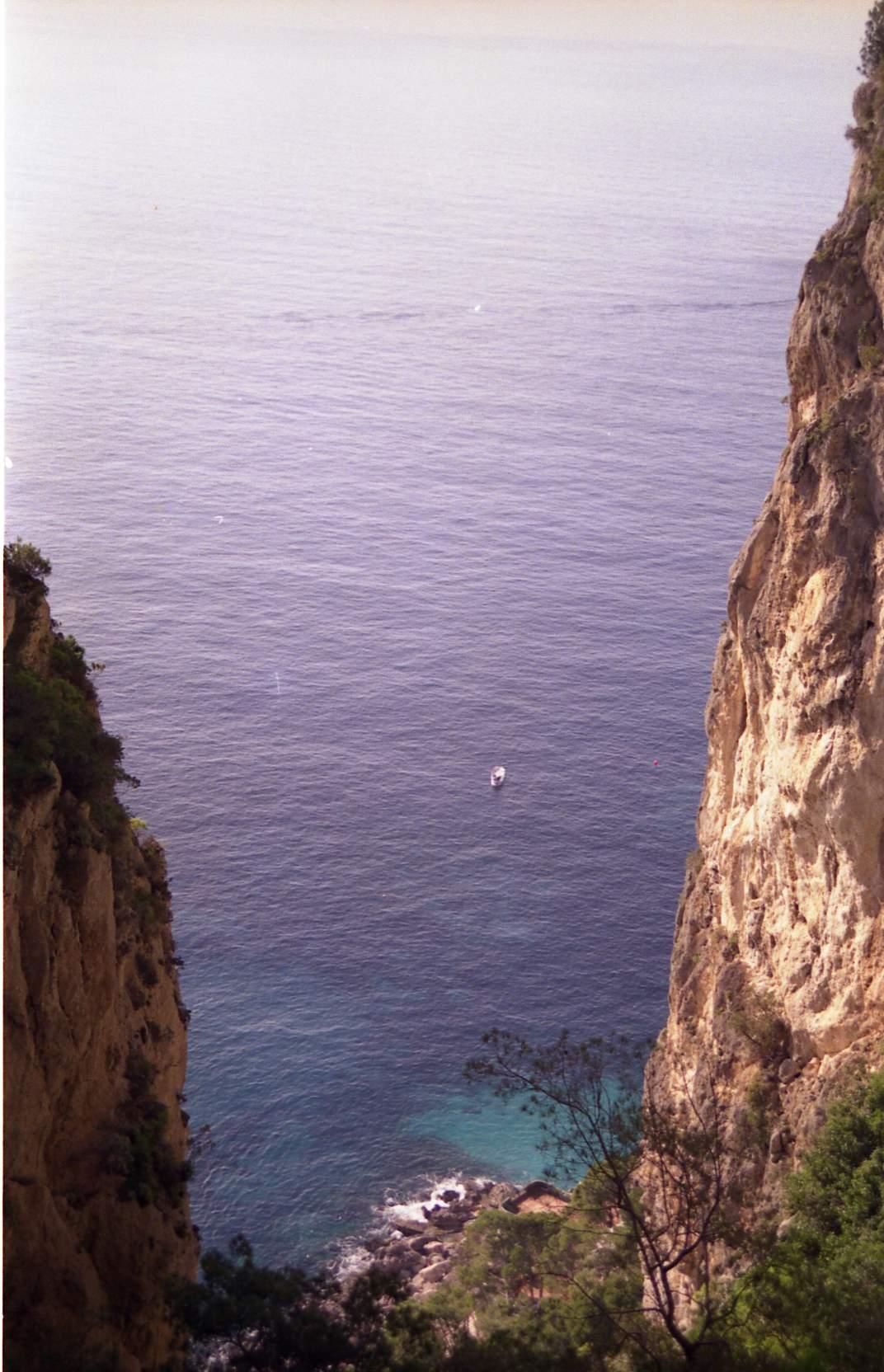 grotta-del-castiglione-vista-sul-versante-sud